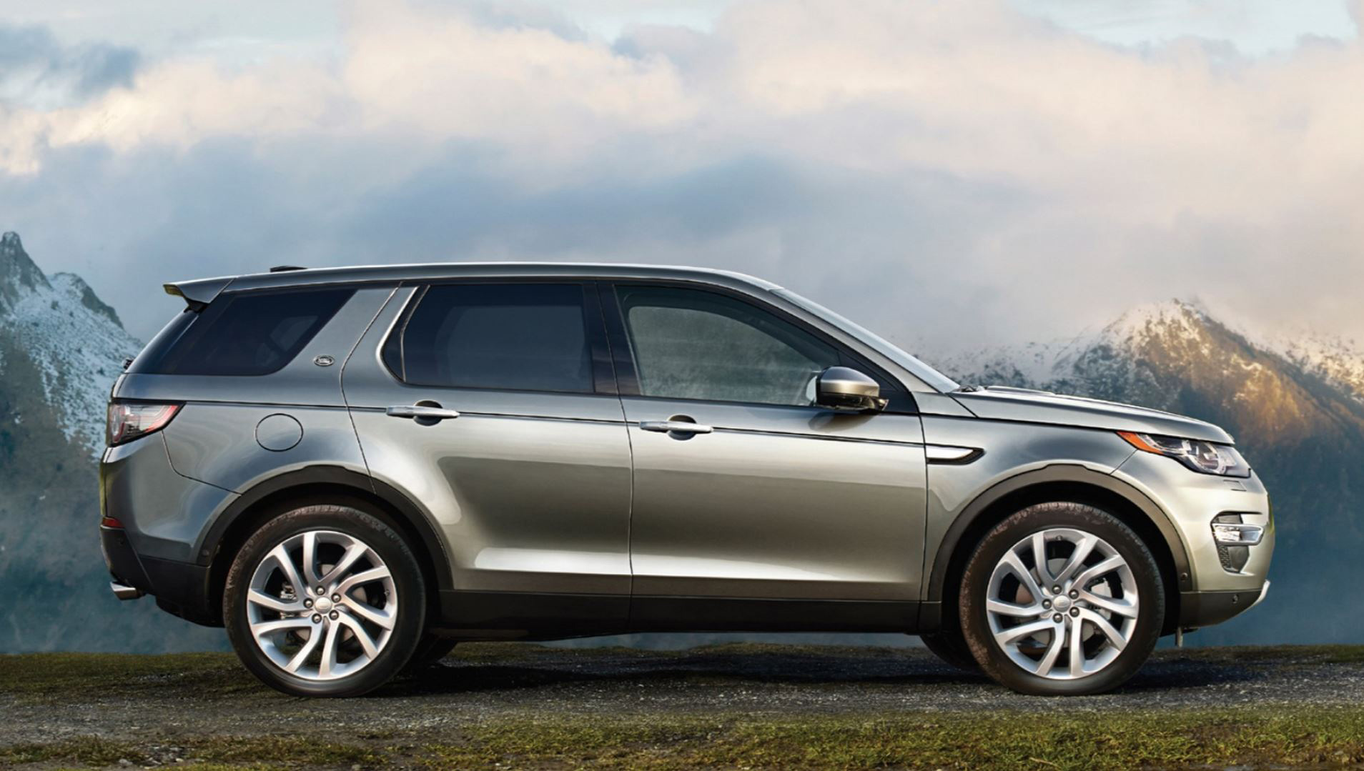 Land Rover Discovery Sport at the 2015 Geneva Motor Show